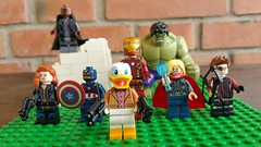 Howard the Duck and the Avengers (Giovanni V.) Tags: black america duck lego howard bricks nick ironman captain hawkeye hulk thor widow fury avengers