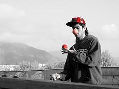 DSCN0239 (aliceinwondershit) Tags: verde amigo rojo enzo pelotas malabares malabarismo ucen pelotaas