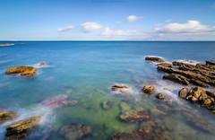 Encumbrado (sergio estevez) Tags: costa landscape mar paisaje rocas espuma estrechodegibraltar tokina1116mmf28 sergioestevez