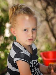 scambio di sguardi (Andrea Zille) Tags: sardegna monteirveri golfodiorosei calagonone ritratti portraits visi bimbi volti primipiani espressioni bambini