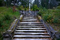 Sdbahnhotel Semmering (anuwintschalek) Tags: autumn monument fog stairs austria evening abend october nebel herbst treppe niedersterreich trepp semmering 2014 sgis udu htu hochstrasse d7k sdbahnhotel nikond7000 mlestussammas 18140vr sdbahnhotelsemmering
