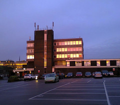 Sunset Botley (Jim Davies) Tags: cameraphone west building architecture digital photography nokia modernism shoppingcentre oxford shops boingboing local carpark offices immeuble deancourt botley ox2 northhinksey westoxford veebotique asha201