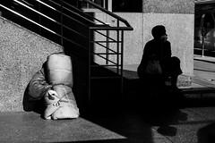 Los Angeles (Rinzi Ruiz [street zen]) Tags: life california city light urban blackandwhite bw usa candid streetphotography fujifilm streetphoto humancondition losangelesstreetphotography streetzen rinziruiz fujifilmxt1 fujifilmxus 5yearsofxseries
