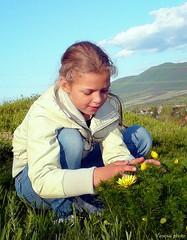 Gynyrkds a tavaszi hrics virgaiban. (Van'elise) Tags: gyerekek emberek portr