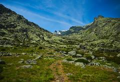 Approaching Cinco Lagunas (II) (Modesto Vega) Tags: mountain snow grass rock waterfall nikon nieve fullframe rockformation d600 glacialcirque sierradegredos sistemacentral nikond600 gargantadelpinar lascincolagunas gorgeofelpinar