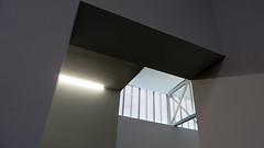 Gomtrie (Robert Saucier) Tags: newyorkcity newyork building architecture grey gris manhattan galerie oblique galery img2150