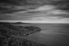 Un trozo de costa (Salva Pags) Tags: sea blackandwhite cloud costa blancoynegro clouds dark coast mar nubes blancinegre nuvol fosc oscuro blancetnoir
