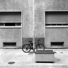 Alessandria (Valt3r Rav3ra - DEVOted!) Tags: blackandwhite bw 120 6x6 tlr film bike rolleiflex streetphotography ilforddelta400 biancoenero alessandria analogico urbanvisions medioformato visioniurbane valt3r valterravera