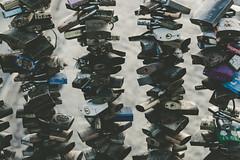 Prcticas exportadas 01 (diegoortega_) Tags: urban candados candado detalle colores contraste