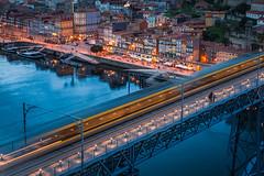 En la ribera del Duero.... (Giacomo della Sera) Tags: ciudad azul blue bluehour rio river edificio building bridge puente agua water house casa portoportugal