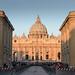Petersdom und Petersplatz am frühen Sonntagmorgen