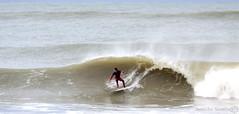 Surf de derechas (Juanito Ramrez) Tags: espaa beach sport canon eos spain surf playa deporte cdiz cortadura eos50d tamron70300vcdiusm