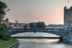 Riksbron (AyaxAcme) Tags: bridge puente europa europe sweden stockholm schweden sverige scandinavia hdr estocolmo stoccolma suecia bron riksbron mlaren norrmalm helgeandsholmen photomatix escandinavia tonemapped potd:country=es hdrworldsweden