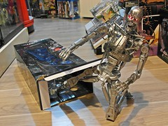 NECA – Terminator 2 – 1/4 Endoskeleton – Battle Damage Version – Jailbreak !! (My Toy Museum) Tags: big terminator t2 neca endoskeleton