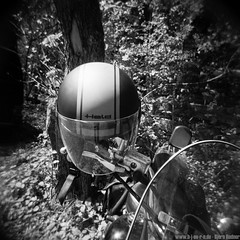 Held (b-j-oe-r-n) Tags: blackandwhite sport de bayern deutschland blackwhite 17 archery kodaktmax400 helm motorrad holga120cfn schwarzweis puchheim bezirksmeisterschaft bogenschiesen feldbogen canoncanoscan9000fmarkii samclassic bezirkmnchen schtzenbezirkmnchen