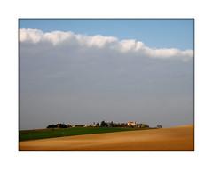 Sortie dans l'espace (eric_47) Tags: sky cloud france landscape countryside village ciel land terre agriculture nuage paysage aquitaine lotetgaronne ruralit rurality leyritzmoncassin