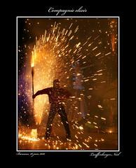 troupe lixir (Nous trois...) Tags: public lumire fete soire fte nuit nigth feu dartifice lumires artifice feux feudartifice jongleur publique pyrotechnie echasse troupelixir