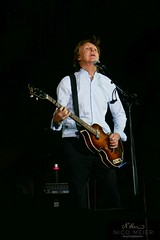 Paul McCartney with Hofner #4 (NM_Pics) Tags: munich mnchen paul beatles olympicstadium mccartney paulmccartney olympiastadion oneonone
