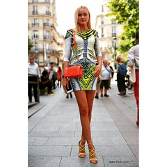 #Model outside défilé  #PFW #PFWhc16 #HauteCouture #ParisFashionWeek #Paris #FashionWeek #fashion #mode #moda #portrait #StreetStyle #France #woman #blonde #legs #Canon #50mm www.flickr.com/_P_ (_ P _) Tags: ludwig france paris canon 5d 50mm portrait model fashion streetstyle canon5d moda mode pfw parisfashionweek fashionweek