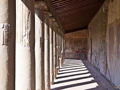 Pompeji  # 7 (schreibtnix) Tags: italien shadow italy travelling reisen campania columns sulen excavations ausgrabungen olympuse5 schreibtnix pompejivicolodellaregina schattel