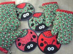 Luva de cozinha + potholder 'joaninha' (Carla Cordeiro) Tags: fuxico ladybug feltro patchwork joaninha potholder viés luvadecozinha pegadordepanela