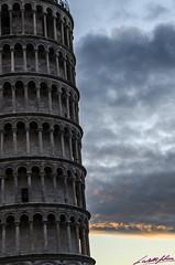 Torre de Pisa (Marc Castell Falsina) Tags: italy tower italia torre pisa leaning pendente inclinada