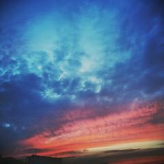 sunset sky samsung galaxy s5 (Photo: akashasaeed on Flickr)