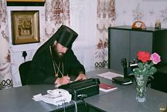 59. Архим. Арсений в своем рабочем кабинете 2000 г