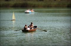 Mezzi diversi... stesso scopo. (eunice&me) Tags: barche trentino lagolavarone