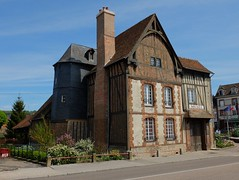Muse municipal d'art rgional (xavnco2) Tags: old house france muse normandie museo normandy halftimbered batiment ancien colombages seinemaritime mudeum neufchatelenbray