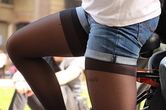 Des hauts et des bas (leblondin) Tags: sexy bike tatoo bas velo tatouage jambe collants