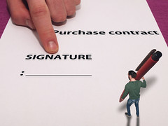 Purchase contract (Lukinator) Tags: me sign pen photoshop manipulated big crazy klein funny verrckt edited signature small manipulation note gross finepix lustig fujifilm contract ich purchase gros zettel witzig kauf unterschrift manipuliert hs20 kugelschreiber bearbeitet vertrag kaufvertrag unterschreiben