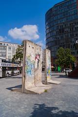 Teile der Berliner Mauer (crsye) Tags: berlin kurfrstendamm brandenburger tor judendenkmal siegessule tiergarten potsdamer platz