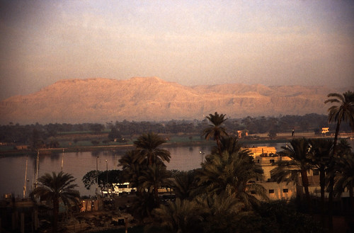 "Ägypten 1999 (220) Luxor: Theben-West, Nil • <a style=""font-size:0.8em;"" href=""http://www.flickr.com/photos/69570948@N04/28141126776/"" target=""_blank"">View on Flickr</a>"