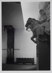 Exposio do Mundo Portugus (1940), Lisboa, Portugal (Biblioteca de Arte-Fundao Calouste Gulbenkian) Tags: fundaocaloustegulbenkian gulbenkian bibliotecadearte biblioteca arte mrionovais novais exposiodomundoportugus exposio mundoportugus 1940 pavilhodosportuguesesnomundo pavilho portugueses mundo f sacrifcio sacrif marrocos baixorelevo dsebastio alccerquibir santamariadefrica santamaria santa maria frica
