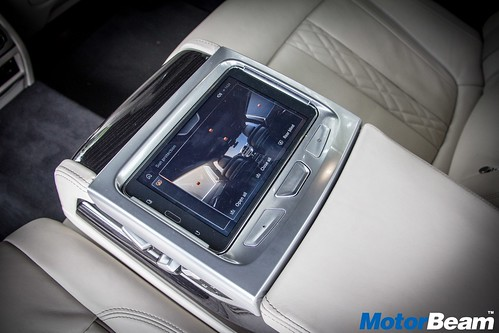 2016-BMW-7-Series-17