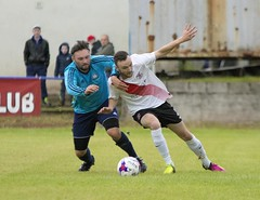 Jordan Shelvey has his eye on the ball as he is held back (Stevie Doogan) Tags: clydebank glasgow perthshire exsel group sectional league cup wednesday 10th august 2016 holm park