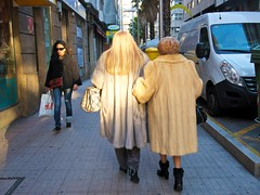 P1270102 (CarluzFoto) Tags: color people peopleonthestreets pontevedra streetphoto streetphotography