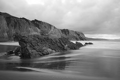 (Juan Pedro Barbadillo) Tags: beach playa cantabricsea marcantbrico sea mar longexposure largaexposicin bn bw euskadi flysch formacinrocosa rockformation
