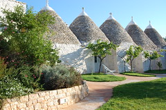 "trulli (4) <a style=""margin-left:10px; font-size:0.8em;"" href=""http://www.flickr.com/photos/118782612@N04/15089028513/"" target=""_blank"">@flickr</a>"