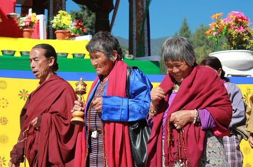 Thimphu, Memorial Chorten, devotees