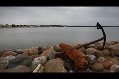 * (Henrik ohne d) Tags: ocean harbor rust stones decay balticsea anchor rügen breakwater efs1022mm glowe eos400d hitechnd09gradse september2014