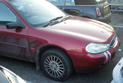 2000 FORD MONDEO LX (shagracer) Tags: cars ford broken up car duct automobile tape bumper fender verona repair vehicle british hatch patch gaffer saloon cracked bodge repairs hatchback bumpers mondeo 5door taped repaired patched bodged w503nmr