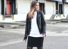 Outfit-black-leather-biker-jacket-street-style-monochrome (www.shoutouttoyou.com) Tags: inspiration monochrome fashion outfit style skirt simplicity vans trend minimalist zara leatherjacket streetwear blackleather streetstyle vanssk8high fashionblogger ombrehair blackwhiteoutfit goosecraft