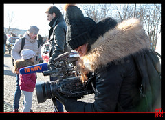 Une jeune journaliste reporter d'images de BFMTV (mamnic47 - Over 6 millions views.Thks!) Tags: paris soleil hiver parade concorde champselysées forains lesgens jri img2446 bfmtv vincennesenanciennes paris8e journalistereporterdimages 01012015