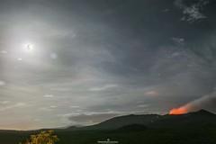 Volcn Santiago y La Luna de Fresa (Roberto Espinoza Lpez) Tags: longexposure naturaleza landscape volcano noche nikon nightlights exterior outdoor paisaje nicaragua masaya volcan largaexposicin nikonistas d3200 orgullodemipais