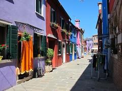 Au fil des rues... Burano (Yvette Gauthier) Tags: architecture venise venezia couleur italie burano