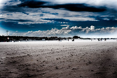 DSCF2157-2 (www.davideserafin.com) Tags: sea mare summer wind cloud landscape panorama fujifilm xt1 beach windy people silhouette black storm sky walk out 35mm streetphotography contrasto color davideserafin fujinon view look sand blue italia
