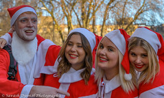 DSC_1343.jpg (Sav's Photo Gallery) Tags: santa christmas street city uk red people colour london smiling outdoor candid capital tube stpauls coventgarden santacon londonunderground selfie d7000 savash