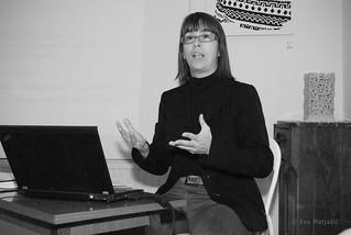 Lezbična četrt 2014; Predavanje Maje Šorli: Strinjam se, da je pomembno priti iz kredence, a ni treba povedati vsem.